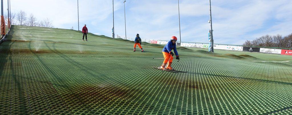 Werken als skileraar of als skilerares bij Wolfskamer Wintersport, kijk snel bij onze vacature